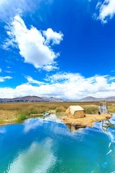 Titicacameer in de buurt van puno, peru