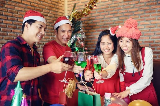 Toast drankje voor kerstfeest