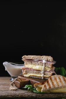 Toast met kaas en ham
