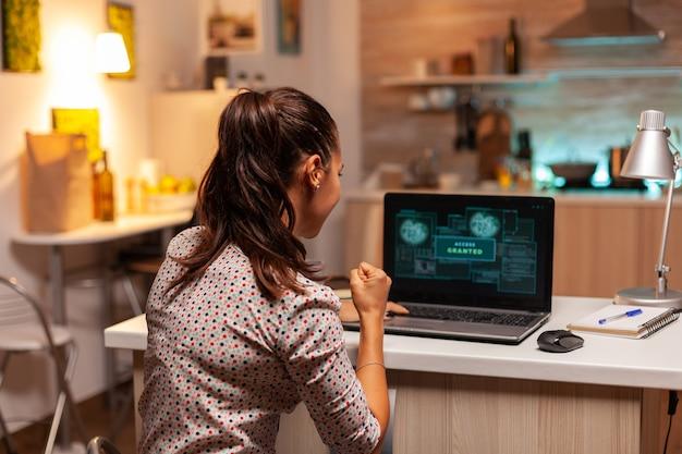 Toegang verleend voor vrouwelijke hacker na cyberaanval