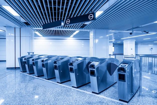 Toegangspoort van metrostation