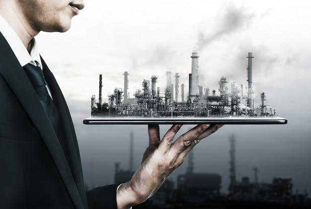 Toekomstig fabrieksfabriek en energie-industrieconcept.