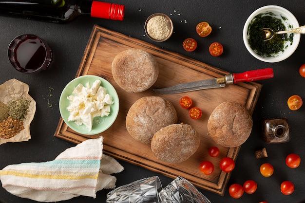 Toekomstige broodjes. koken. ingrediënten en producten voor een gezonde snack. keto-dieet