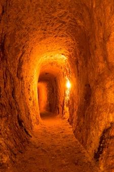 Toerisme van de metro. ondergrondse avonturen in grot, de meest populaire attracties.