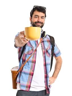 Toerist met een kopje koffie