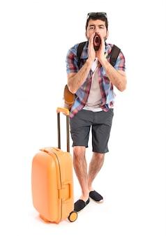 Toerist schreeuwen over witte achtergrond