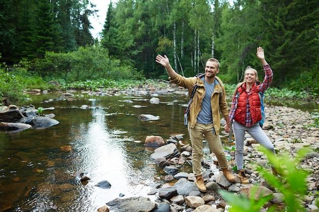 Toeristen door rivier