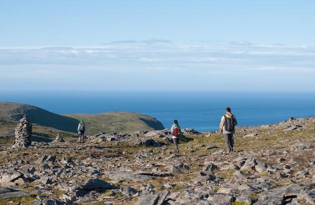 Toeristen gaan op de route, het eiland mageroya, noorwegen