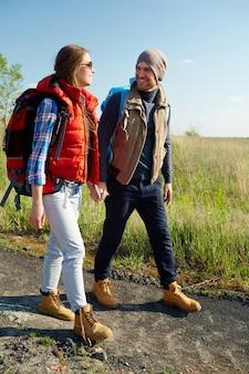 Toeristen op wandeling