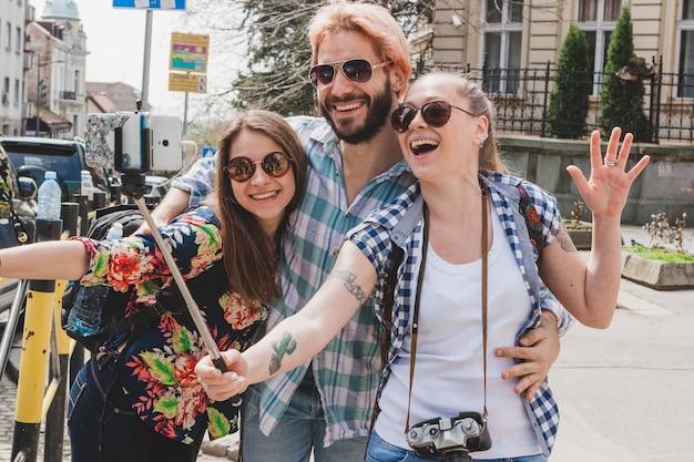 Toeristen stellen voor selfie