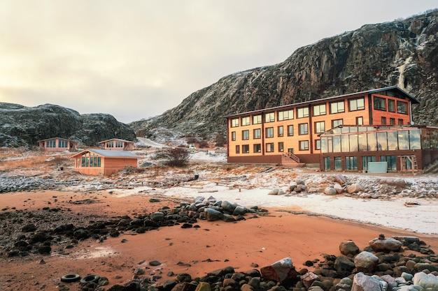 Toeristisch complex, pensions aan de kust van de barentszzee