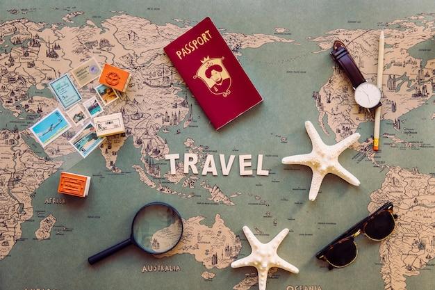 Toeristische benodigdheden en souvenirs rond reizen schrijven