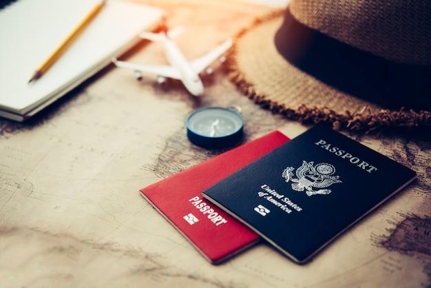 Toeristische planning en uitrusting die nodig is voor de reis