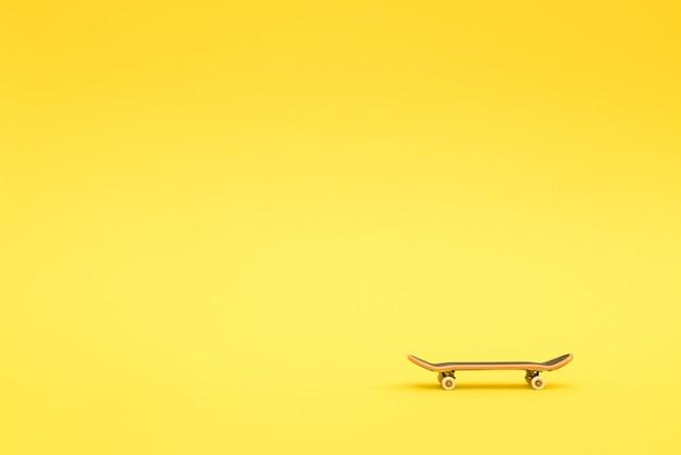 Toets - een klein skateboard voor kinderen en tieners om met handvingers te spelen.