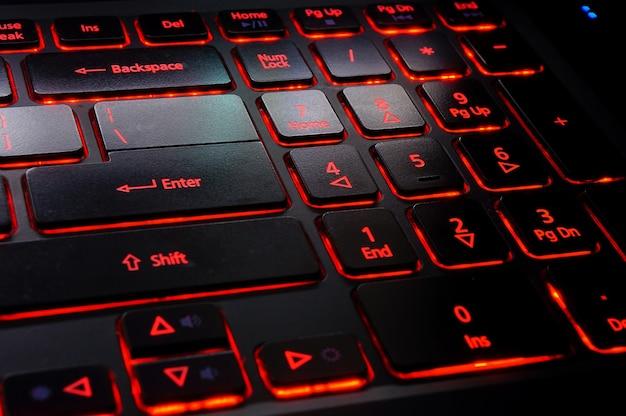 Toetsenbord met rode achtergrondverlichting