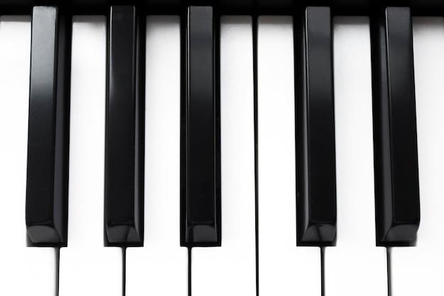 Toetsenbord van piano of elektronische digitale synthesizer. bovenaanzicht