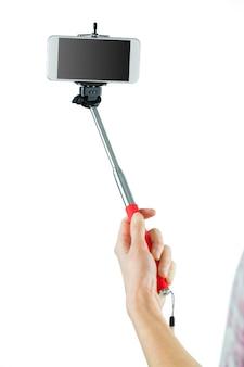Toevallige brunette die een selfie neemt