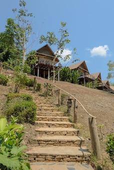 Toevluchthuis op de berg in thailand