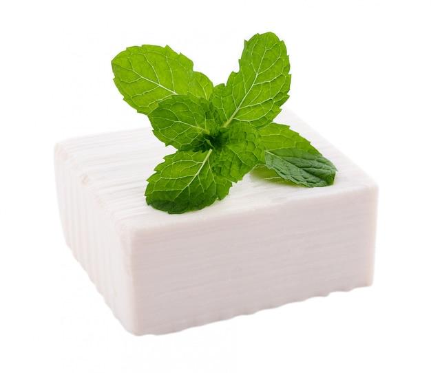 Tofu op witte muur