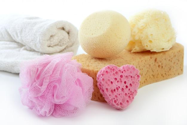 Toiletartikelen dingen spons gel shampoo handdoeken
