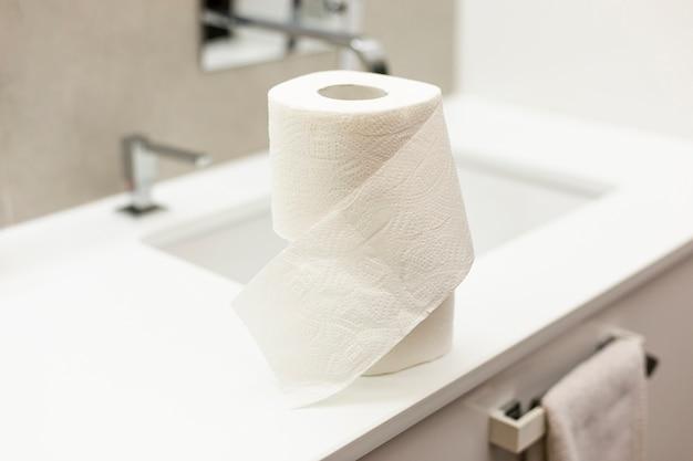 Toiletpapier in de badkamer