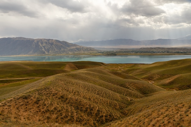 Toktogul-reservoir, kirgizië