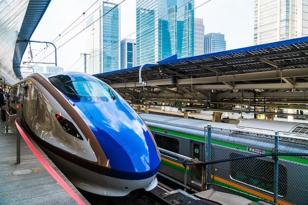 Tokyo japan - 5 augustus 2018: trein- en metrostation in japan is het populaire transport