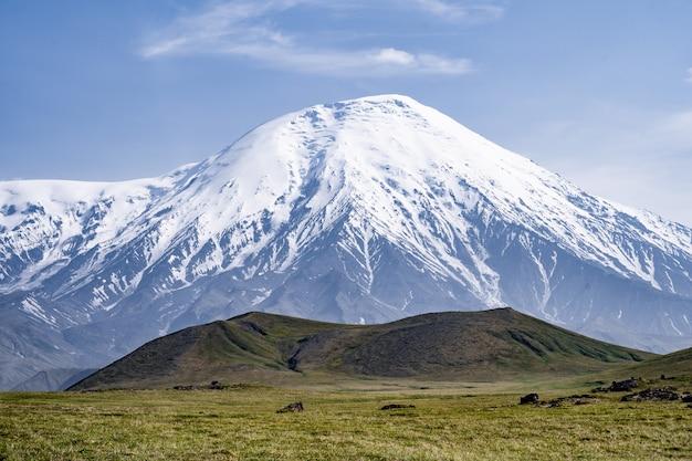 Tolbachik-vulkaan - een actieve vulkaan in het verre oosten van rusland, het schiereiland kamtsjatka