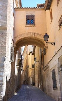 Toledo angel-straatboog in spanje