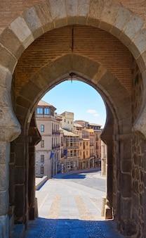 Toledo puerta del sol-deur in spanje