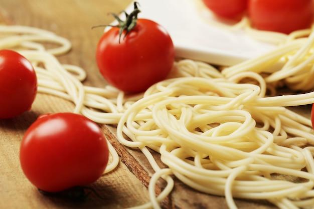 Tomaat en spaghettis