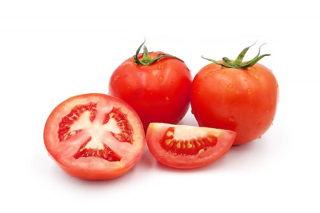 Tomaat geïsoleerd op een witte achtergrond.