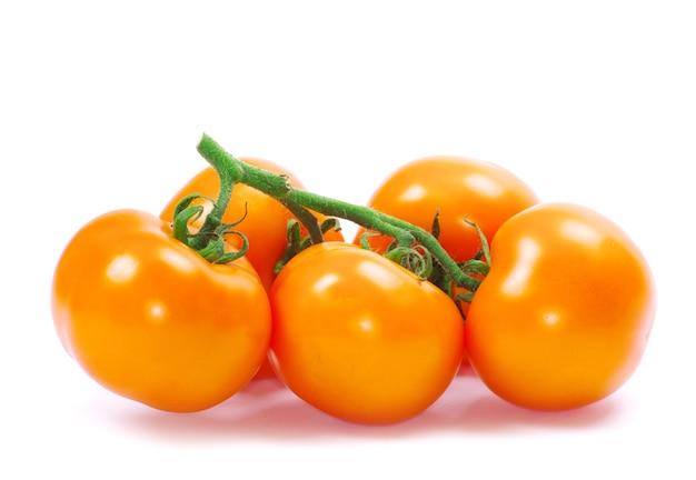 Tomaat geïsoleerd op een witte