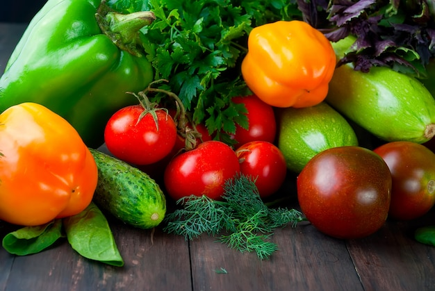 Tomaten, paprika's, komkommer en kruiden verse groenten