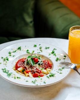 Tomaten pasta met jus d'orange