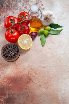 Tomaten tomaten ui knoflook citroen zwarte peper citrusvruchten