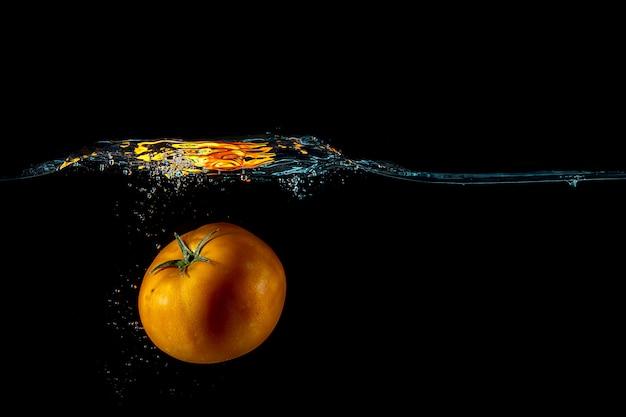 Tomatenplons op water