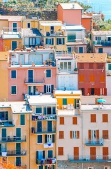 Toneel mening van riomaggiore in cinque terre, ligurië, italië