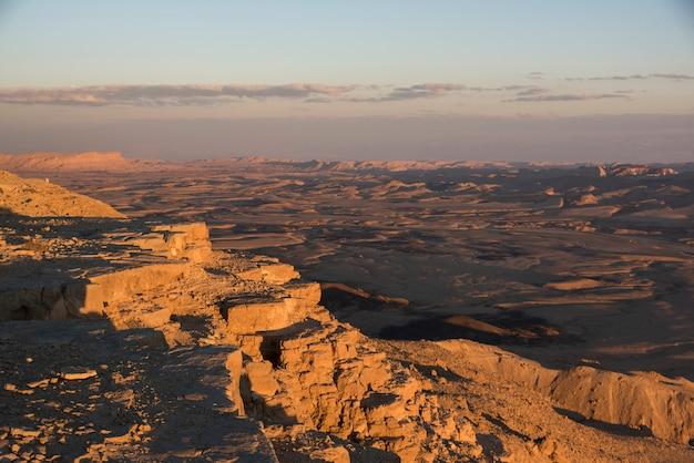 Toneel mening van woestijn, makhtesh ramon, negev-woestijn, israël