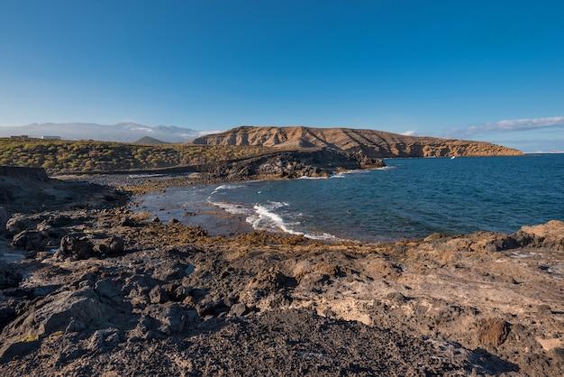 Toneel vulkanisch landschap in pelada-berg, zuid-tenerife, canarische eilanden, spanje.