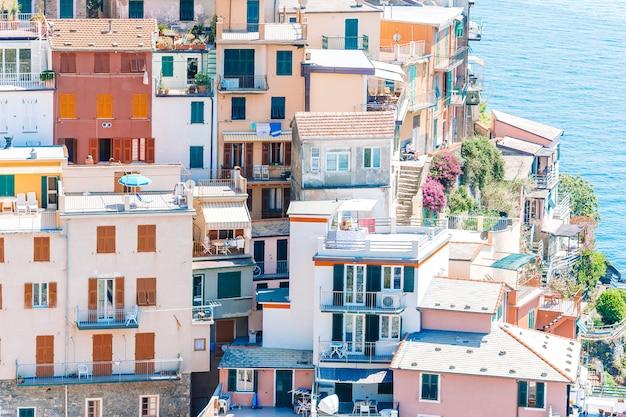 Toneelmening van riomaggiore in cinque terre, ligurië, italië