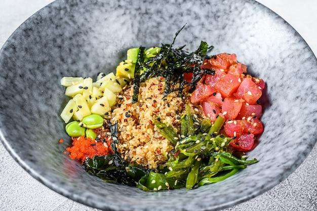 Tonijn poke bowl met zeewier en groenten
