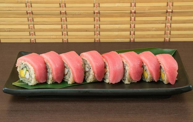 Tonijn sushi roll, japans eten