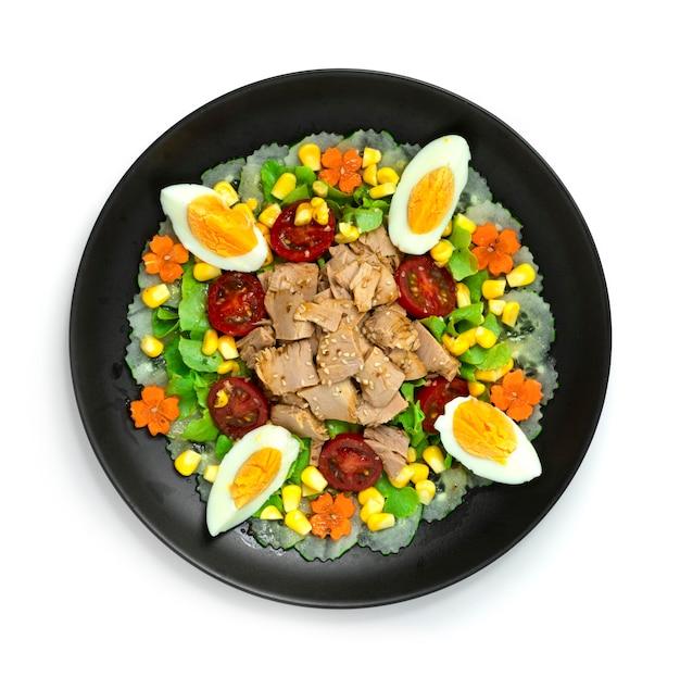 Tonijnsalade met ei en groenten healthyfood schotel