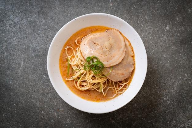 Tonkotsu ramen noedels met chaashu-varkensvlees