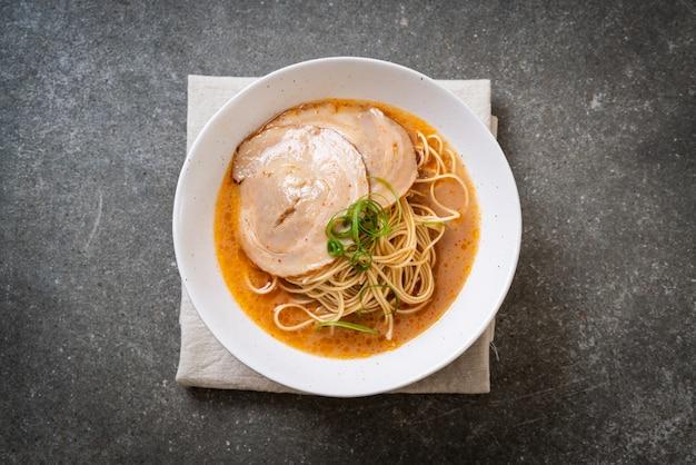 Tonkotsu ramen noedels met chaashu varkensvlees