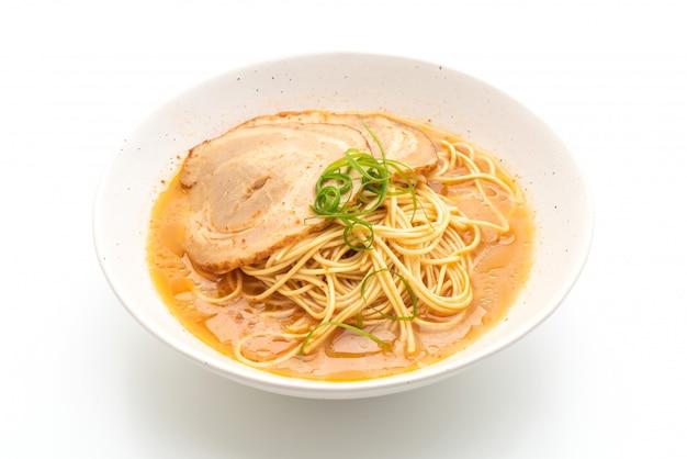 Tonkotsu ramen noodles met chaashu varkensvlees