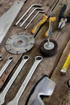 Tools op de houten tafel