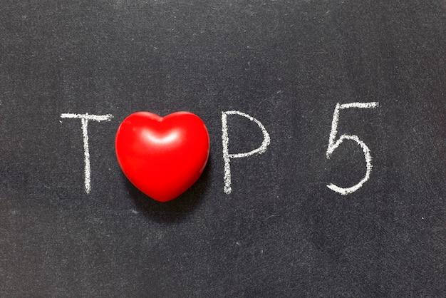 Top 5 zin handgeschreven op schoolbord met hartsymbool in plaats van o
