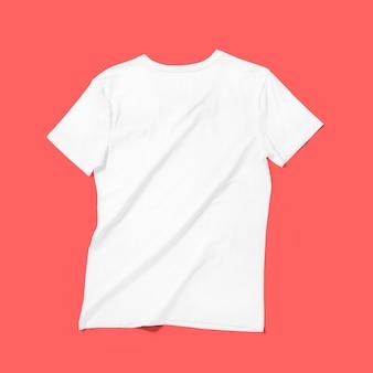 Top-up weergave witte v-hals t-shirt geïsoleerd op rode achtergrond. geschikt voor uw ontwerpproject.